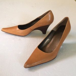 NEW Joan & David Circa Tan Pointed Toe Wedges 7.5